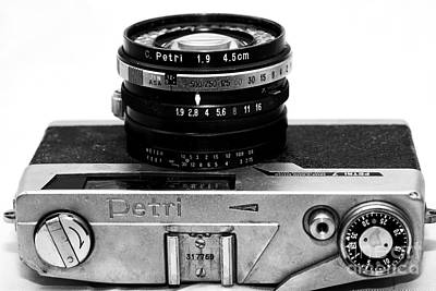 Photograph - Petri 1.9 Rangefinder by John Rizzuto