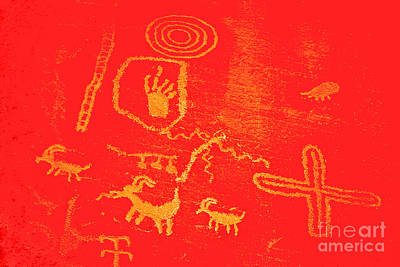 Photograph - Petroglyphs In Valley Of Fire by Les Palenik