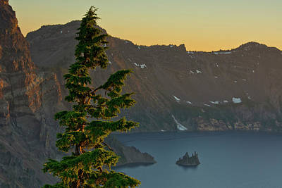 Crater Lake Wall Art - Photograph - Phantom Ship And Crater Lake At Sunset by Michel Hersen