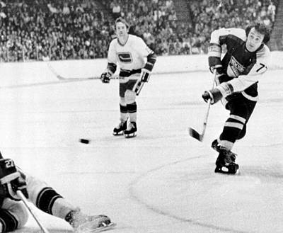 Crosses Photograph - Phil Esposito In Action by Gianfranco Weiss