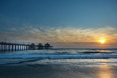 Pier And Sunset Print by Roberto Lopez