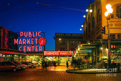Streetlight Photograph - Pike Place Market by Inge Johnsson