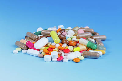 Large Group Of Objects Photograph - Pile Of Pills by Wladimir Bulgar