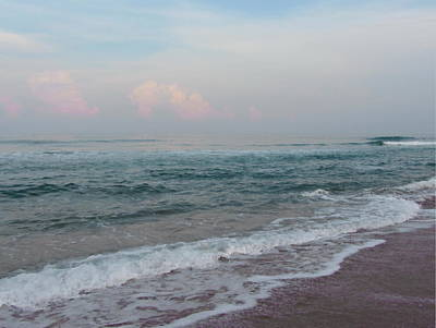 Pink Clouds At Buxton Beach Art Print by Cathy Lindsey
