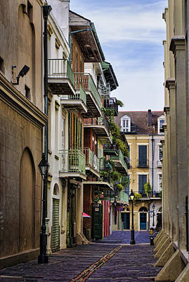 Nola Wall Art - Photograph - Pirates Alley by Heather Applegate