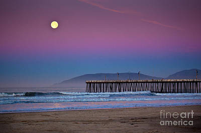 Pismo Beach Moonset At Sunrise Art Print