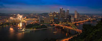 Downtown Pittsburgh Photograph - Pittsburgh Pa by Steve Gadomski