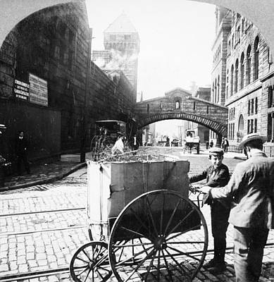 Photograph - Pittsburgh Peddler, 1900 by Granger
