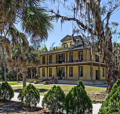 Photograph - Planetary Court Building At Koreshan Historic Site In Florida by William Kuta