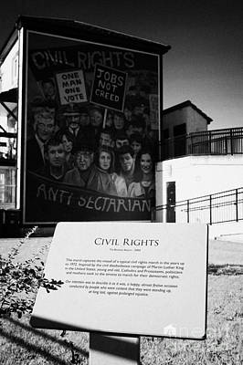 plaque and Civil Rights The Beginning mural as part of the peoples gallery murals in Rossville Street of the bogside area of Derry Londonderry Northern Ireland Art Print