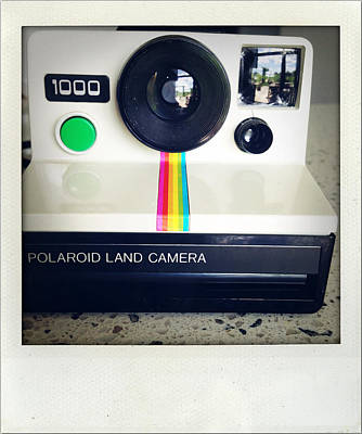 Polaroid Camera.  Art Print by Les Cunliffe
