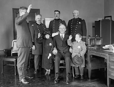 Swearing In Photograph - Police Department Swears In Singer by Science Source
