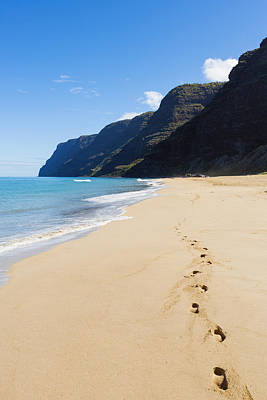 Photograph - Polihale Beach And Footprints by MakenaStockMedia - Printscapes