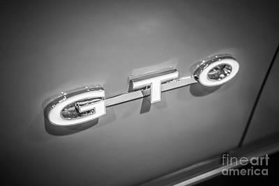 Antique Automobiles Photograph - Pontiac Gto Emblem by Paul Velgos