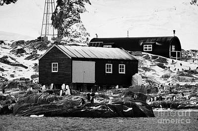 port lockroy station buildings including boatshed and nissen hut accommodation on goudier island Ant Art Print by Joe Fox