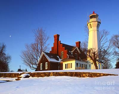 Michigan Port Sanilac Photograph - Port Sanilac Lighthouse At Dawn by Larry Knupp