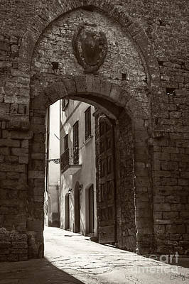 Photograph - Porta Florentina by Prints of Italy