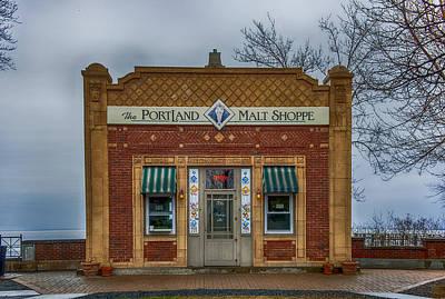 Duluth Photograph - Portland Malt Shop by Paul Freidlund