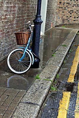 Photograph - Portobello Street Bicycle by John Jacquemain