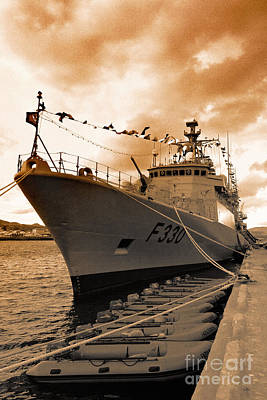 Portuguese Navy Frigate F330 Art Print