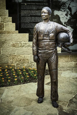 Military Bronze Photograph - Post-vietnam Memorial Statue by Joan Carroll