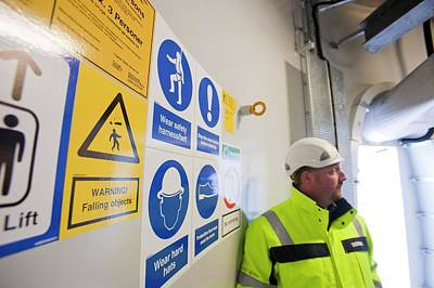 Mostyn Photograph - Ppe Instruction by Ashley Cooper
