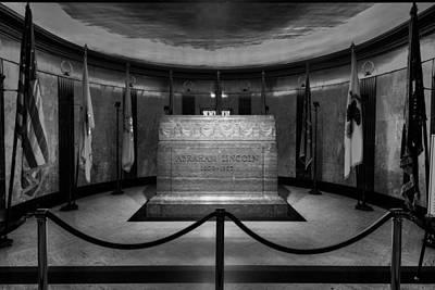 Lincoln Photograph - President Lincoln Tomb B W by Steve Gadomski