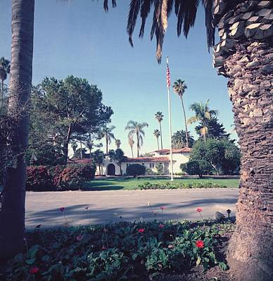 President Nixons Home In San Clemente Art Print by Everett