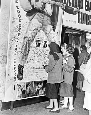 Elvis Presley Photograph - Presley Poster Grafitti by Underwood Archives