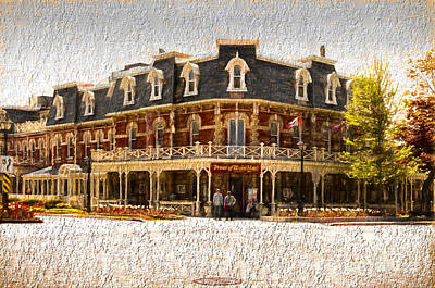 Photograph - Prince Of Wales Hotel by Les Palenik