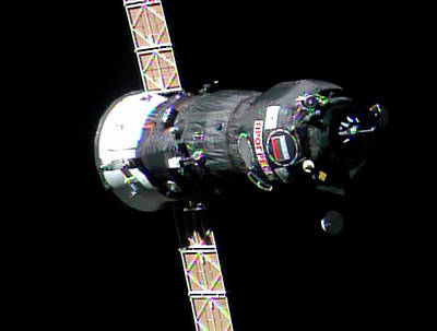 Freighter Photograph - Progress 50 Approaching The Iss by Nasa