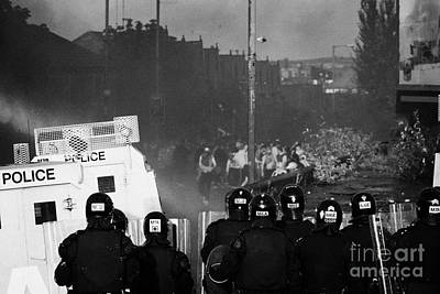 Psni Riot Officers Face Rioters Mob On Crumlin Road At Ardoyne Shops Belfast 12th July Art Print
