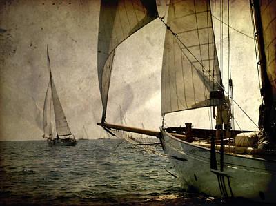 Wheel Photograph - Pursuit In Deep Sea by Pedro Cardona