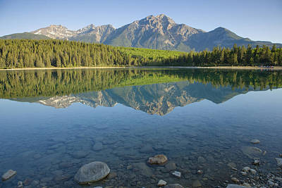 Pyramid Mountain And Patricia Lake Art Print by Bill Coster