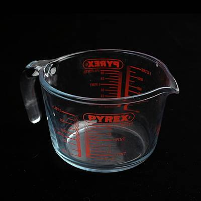 Borosilicate Photograph - Pyrex Jug by Science Photo Library