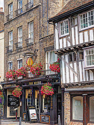 Photograph - Quaint Cambridge Pub by Gill Billington