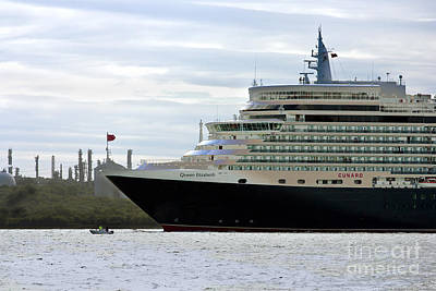 Photograph - Queen Elizabeth Leaving Southampton by Terri Waters