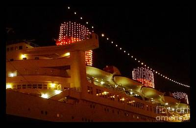 Photograph - Queen Mary Evening by Susan Garren