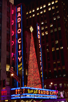Photograph - Radio City At Christmas by Steve Purnell