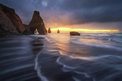 Cliffs Wall Art - Photograph - Raging Tide by Tim Fan
