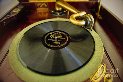 Photograph - Rca Victor Talking Machine by David Arment
