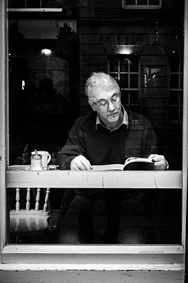 Pause Photograph - Reading by Giuseppe Milo