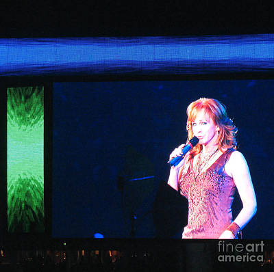 Photograph - Reba Mcentire In Concert 2009 by Connie Fox