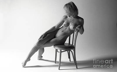 Balck Art Photograph - Reclining Nude 0035 by Timothy Bischoff