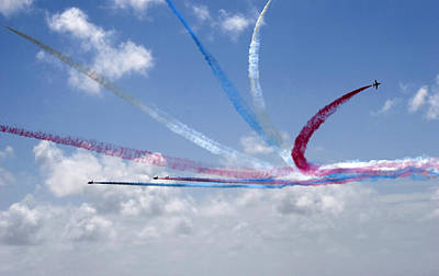 Photograph - Red Arrows Aerobatic Display Team by Steve Ball