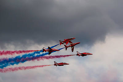 Photograph - Red Arrows - Breaking Formation by Scott Lyons