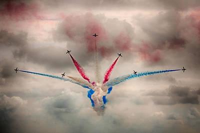 Break Fast Photograph - Red Arrows Vixen Break by Phil Clements
