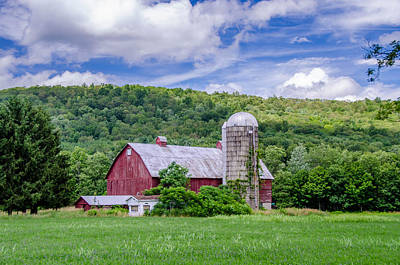 Photograph - Red Barn by Guy Whiteley