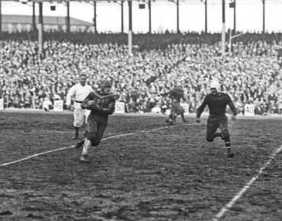 Red Grange Ny Pro Debut Art Print by Underwood Archives