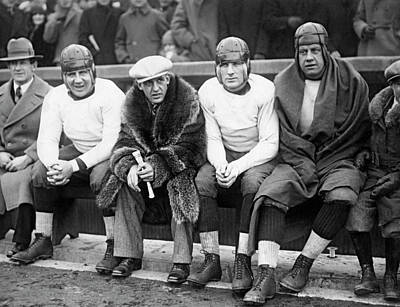 Red Grange On Bears Bench Art Print by Underwood Archives